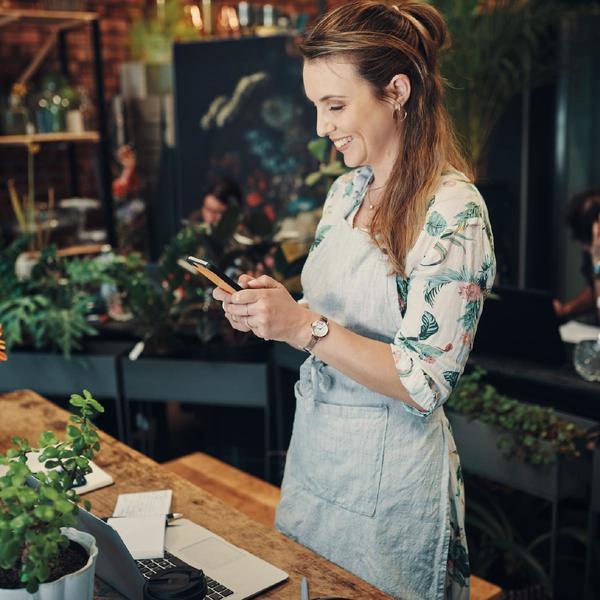 Donna con smartphone