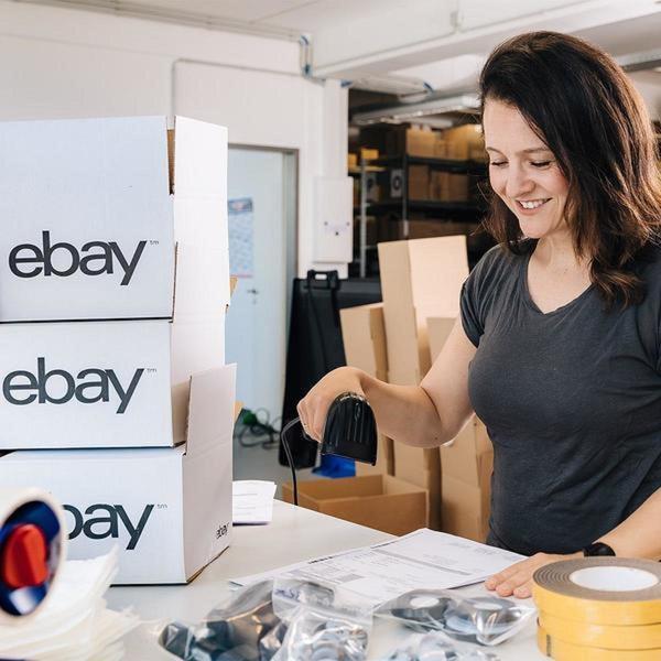 eBay-Händlerin scannt Sendung